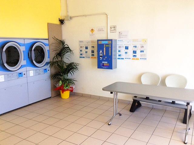 Lavanderia self-service Porto di Roma Ostia